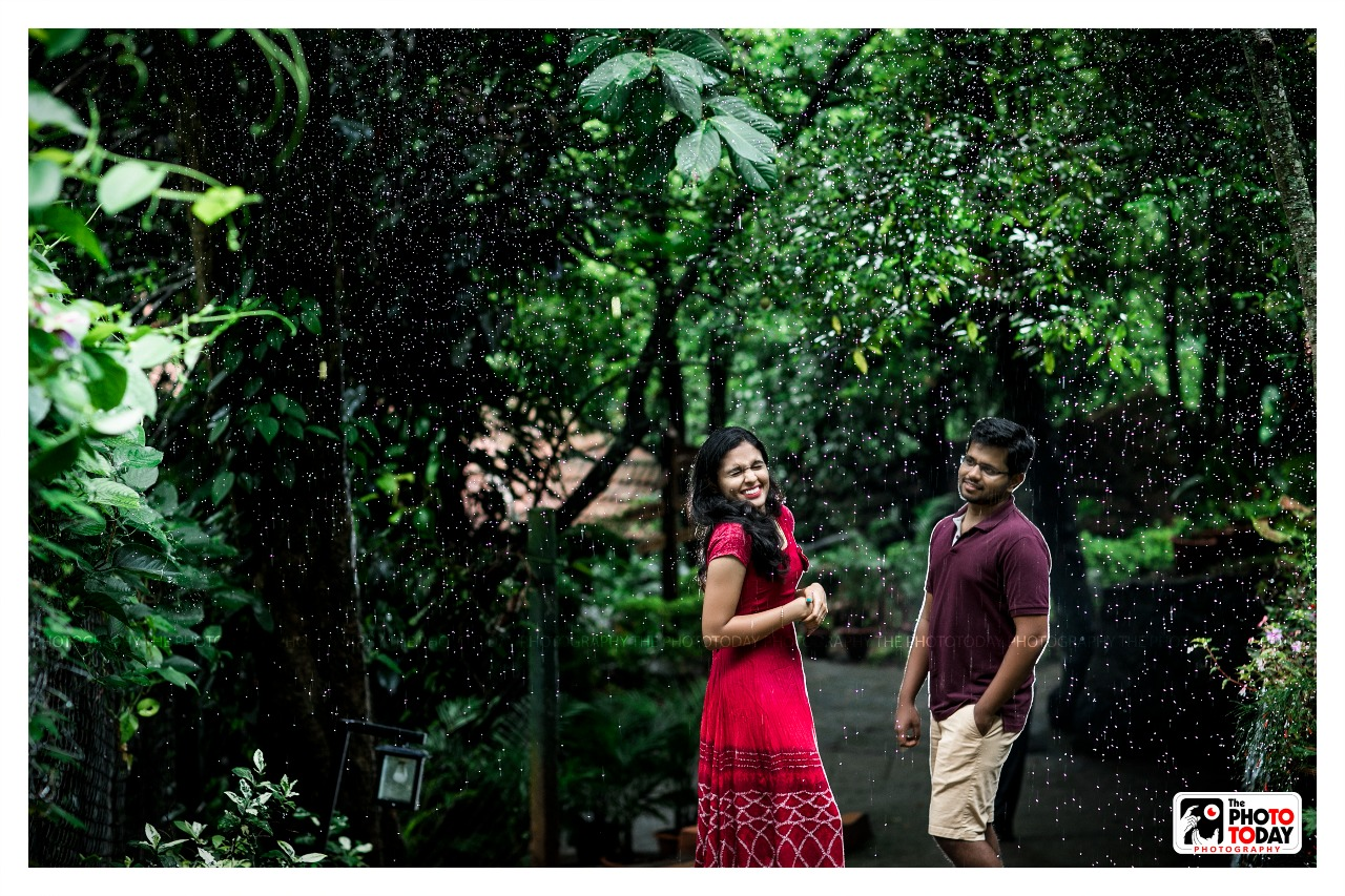 Drizzling rain drops from the treetops!! Is the perfect backdrop!! Perfect time for love!! Love Non stop!!