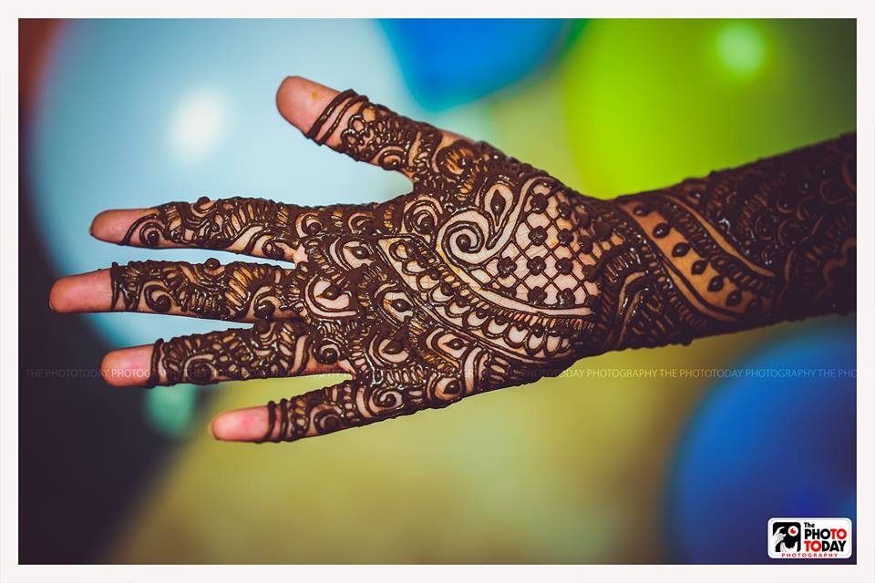 Deeper the love between me & you,the darker the Mehndi!!